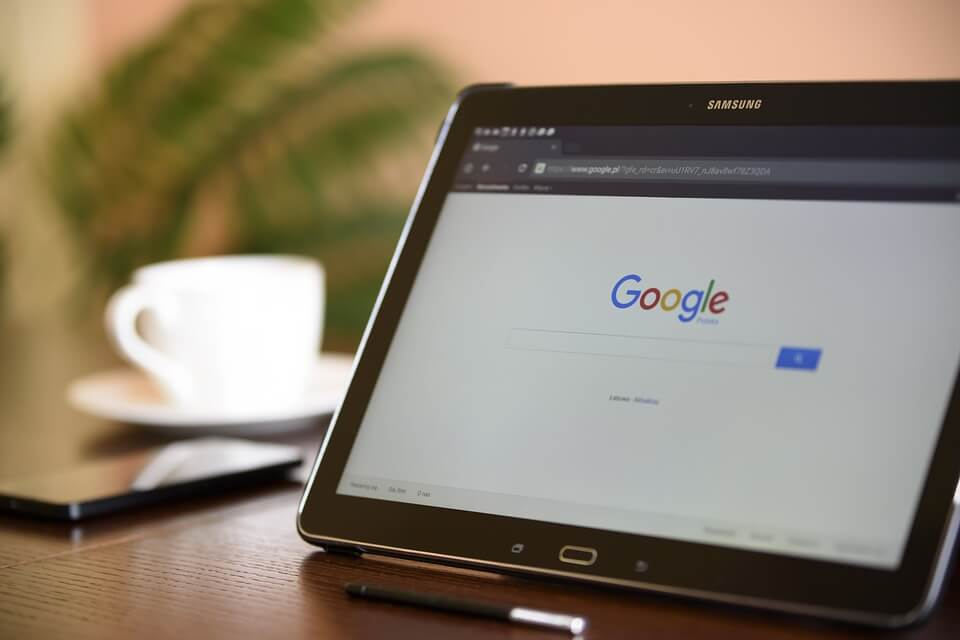 如何在谷歌广告中添加有效的否定关键词?